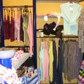 Wyposażenie sklepu odzieżowego - szafki, półki itp.