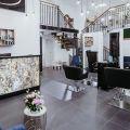 Sprzedam dwupoziomowy salon fryzjersko-kosmetyczny w Warszawie