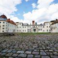 Zespół pałacowo-folwarczny przepięknie położony 40km od Koszalina